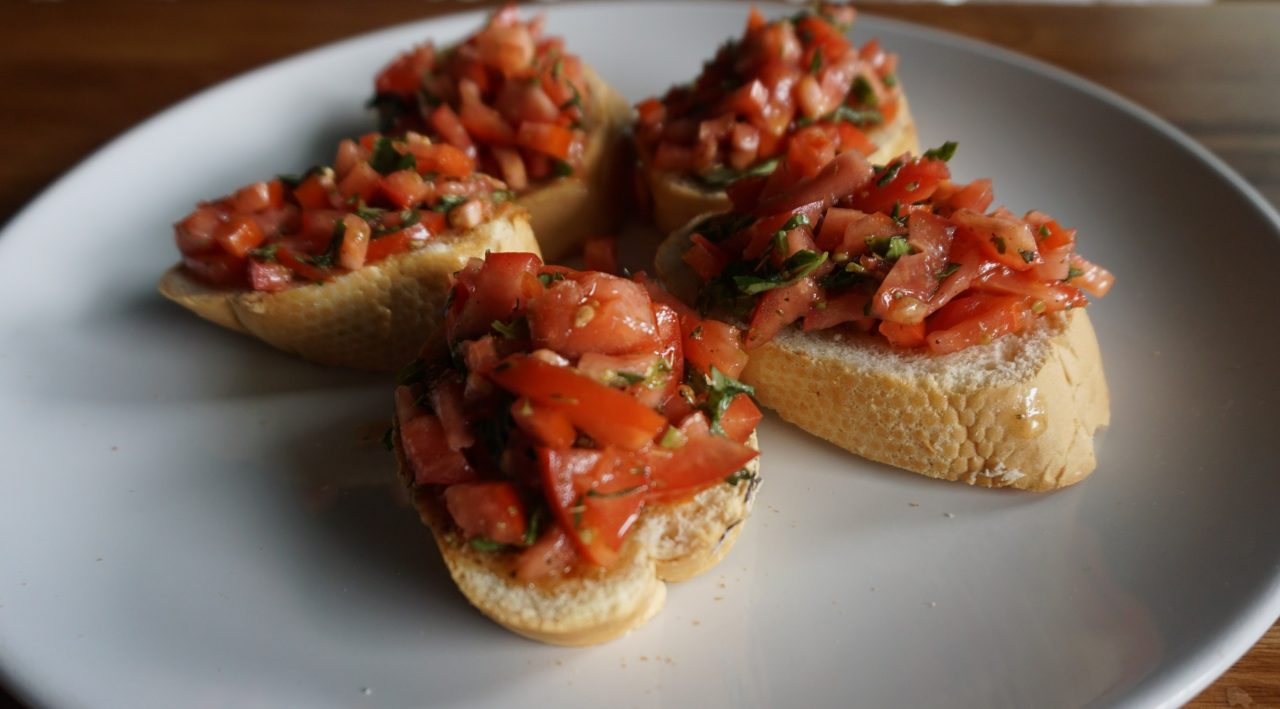Healthy and easy bruschetta breakfast recipe from Fiit